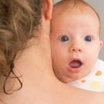 Baby beim Bäuerchen