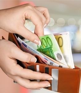 Eine Laktationsberatung ist kostenpflichtig. Manchma werden die Kosten von der Krankenkasse erstattet. (© olegdudko)